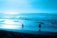 blått aftonhav Royaltyfri Fotografi