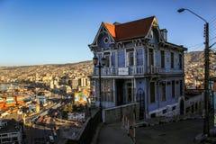 Blått antikt hus, ArtillerÃa kulle, Valparaiso, Chile Royaltyfri Bild