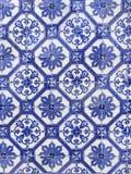 Blått belägger med tegel bakgrund i arabisk stil från Portugal royaltyfri foto
