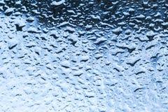 Blått blöter glass closeupbakgrundstextur Royaltyfri Fotografi