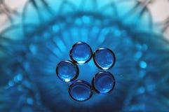 blått blommaexponeringsglas Arkivfoto
