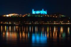 blått bratislava slott Arkivfoton