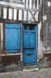 Blått dörr och fönster Royaltyfri Bild