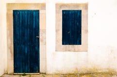 blått dörrfönster Fotografering för Bildbyråer