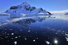 blått djupt hav för Antarktis Arkivfoton