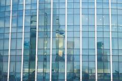 Blått exponeringsglas av byggnad royaltyfria foton