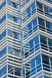 Blått exponeringsglas mellan vita linjer Fotografering för Bildbyråer
