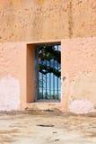 Blått fängelsestångfönster Royaltyfri Bild