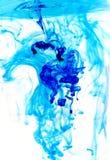 blått färgpulver Arkivbild