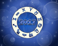 Blått födelse- diagram för julastro 2017 med horoskopsymboler Arkivbilder