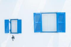 blått fönster Arkivbild