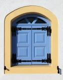 Blått fönster i Oia, Santorini Royaltyfri Foto