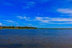 Blått för blå gräsplan för landskap Arkivbilder