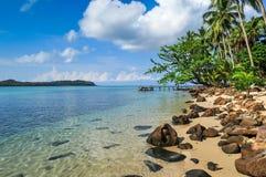 Blått för blå himmel Oceanon stranden på den Kood ön Fotografering för Bildbyråer