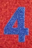 Blått för nummer fyra färgar över en röd bakgrund årsdagen Arkivbild