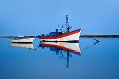 blått fartyg över Royaltyfria Bilder