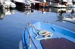 Blått fartyg med repet Royaltyfri Foto