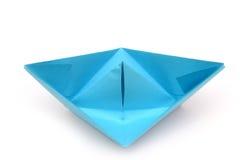 blått fartygpapper Isolerat origamifartyg Fotografering för Bildbyråer
