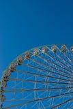 blått ferrisskyhjul royaltyfri foto