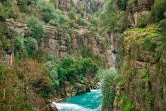 Blått flodlandskap från den Koprulu kanjonen i Manavgat, Antalya, Turkiet royaltyfria bilder