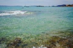 Blått gör klar havsvatten Le Lavandou - semesterdestination i franc arkivbilder