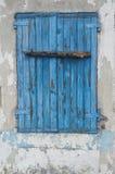 Blått gammalt träfönster Arkivfoton