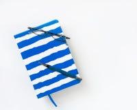 Blått-gjord randig tidskrift Royaltyfria Foton