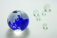 blått glass jordklot Arkivfoto
