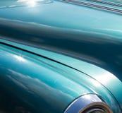 Blått-gräsplan tappningbil Fotografering för Bildbyråer