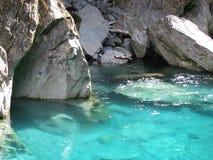 blått grottatunnelbanavatten Royaltyfri Foto