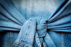 Blått grov bomullstvillomslag med fnuren bundna muffar Royaltyfri Foto