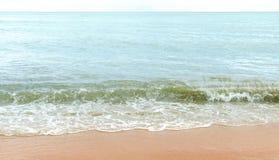 Blått hav med vågor och blå himmel för frikänd med cloud& x28; hav våg, hav Arkivfoton