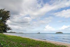 Blått hav med vågor och blå himmel för frikänd med cloud& x28; hav våg, hav Arkivbilder