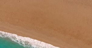 Blått hav och guld- sand stock video