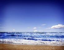 blått hav och perfekt himmel Royaltyfria Bilder