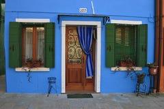 blått hus Arkivfoto