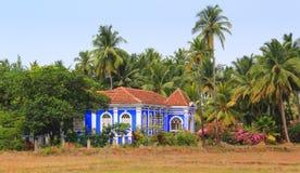 Blått hus i portugisisk stil Royaltyfria Bilder