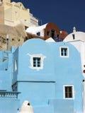Blått hus i Santorini Arkivbilder