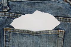 Blått jeanfack med papper Arkivfoton