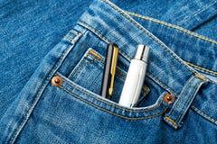 Blått jeanfack med penna två Arkivbild