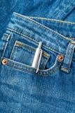 Blått jeanfack med pennan Fotografering för Bildbyråer