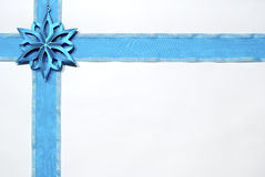 blått julband Arkivfoton