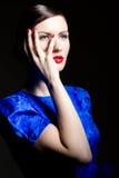 blått klänningkvinnabarn arkivfoto
