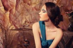 blått klänningkvinnabarn royaltyfria foton