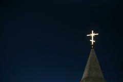 blått kors som tänder den ortodoxa skyen Arkivbild