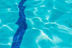 blått krusningsvatten Arkivbild