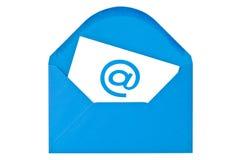 Blått kuvert med e-postsymbol Royaltyfri Fotografi
