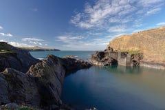 Blått lagun i Abereiddy Royaltyfri Bild
