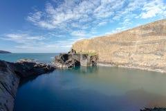 Blått lagun i Abereiddy Arkivbild