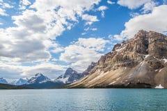 Blått landskap av den kanadensiska Rocky Mountains Royaltyfria Foton